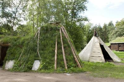 Sameplassen på Norsk Folkemuseum med gamme og telt. Foto/Photo