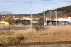 Närmast i bild ses Västkustbanan och Kungsbackaleden E6/E20.