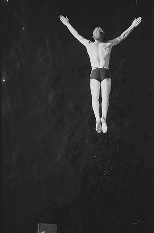 Stupende mann, Ingierstrand bad. Anders Beer WIlse, 1938. (Foto/Photo)