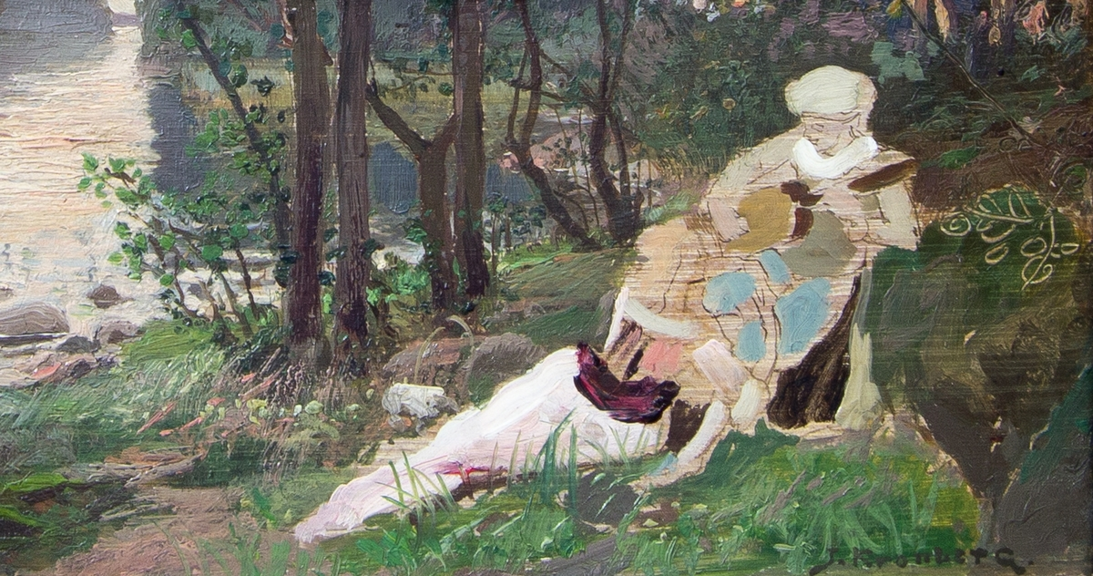 Ungt par halvligger i gräset omgivna av pastoralt landskap med träd och vatten till vänster. Han spelar på en gitarr och hon lutar sig mot honom. Skissartat utförande.