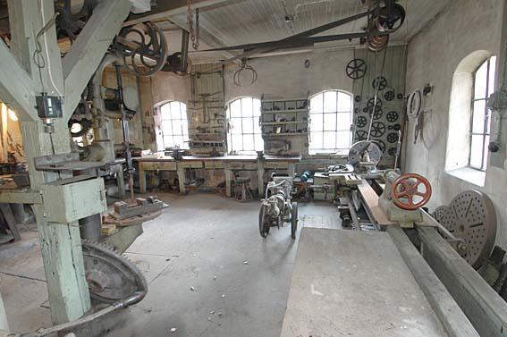Også i verkstedet på Klevfos ble maskinene drevet av vannkraft. (Foto/Photo)