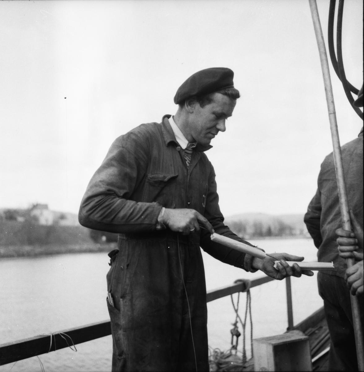 """Vardens arkiv. """"Sprengningen på Strømtangskjæret i Porsgrunn"""" 27.04.1954"""