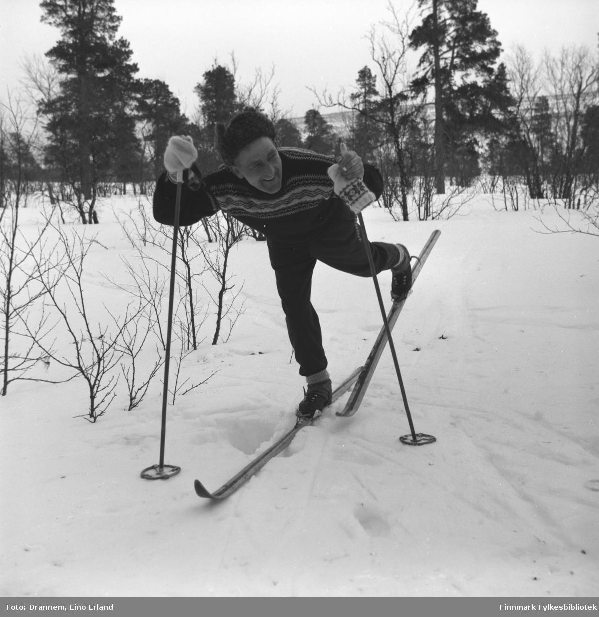 Olav Gabrielsen på skitur i terrenget rundt Karasjok.