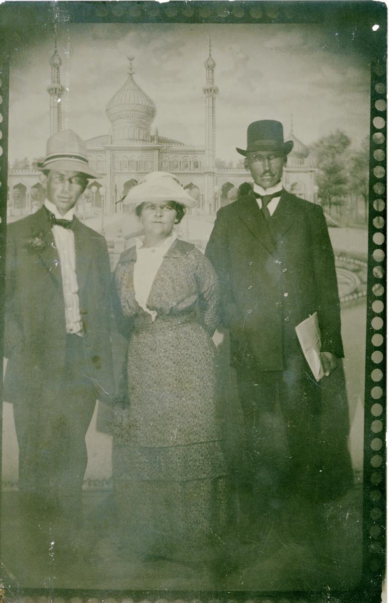 Postkort fra Amerika, 1911. Til høyre Hans Islandsmoen.