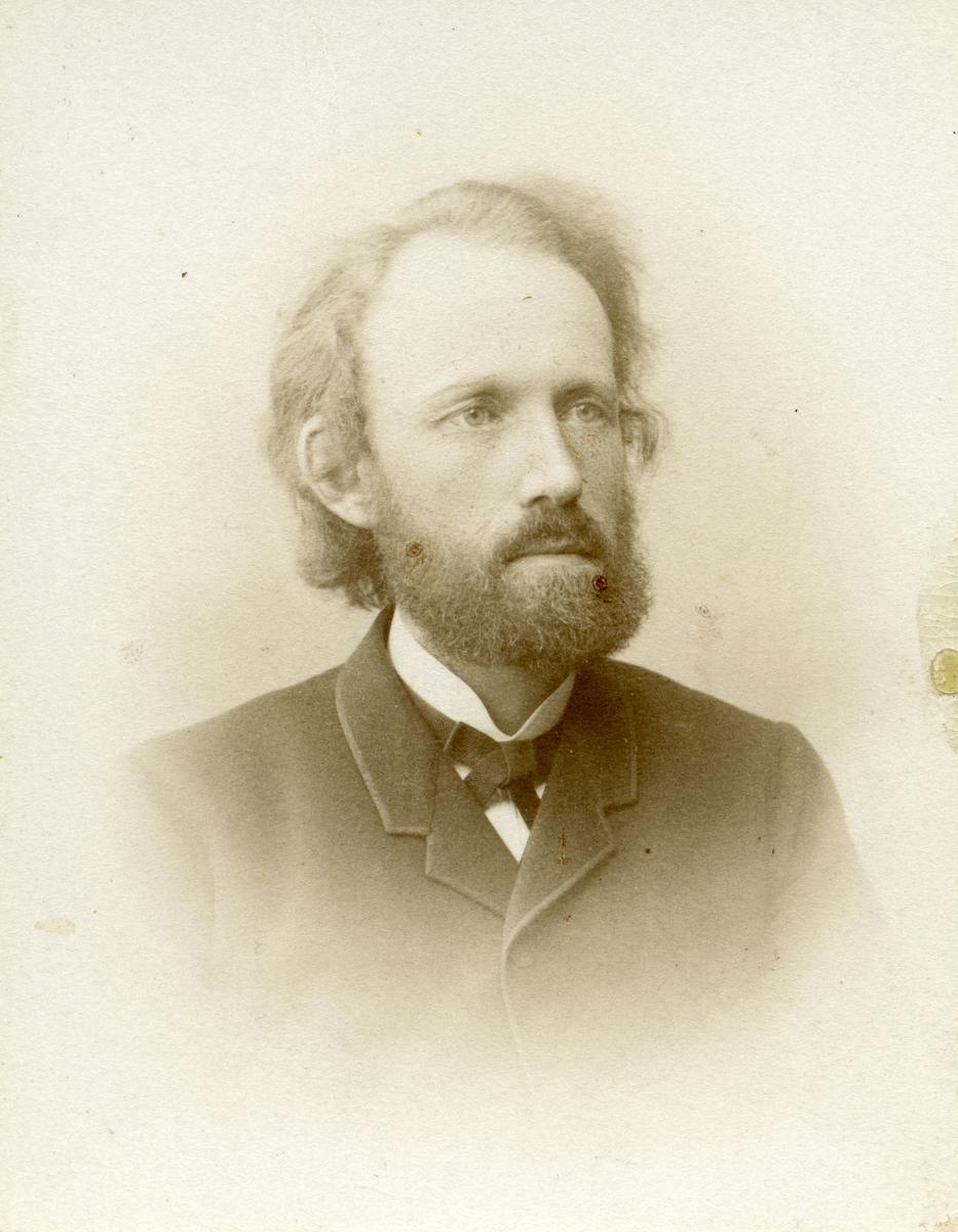 Portrett av Mikkel M. Fønhus,