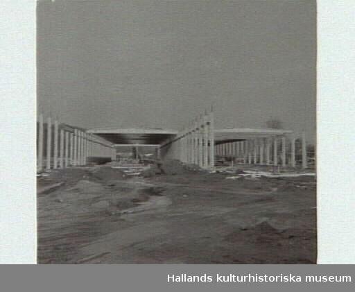 Strängbetongs nya fabrik i Veddige. Artikel i samband med bilden publicerad i Varbergs Tidning 1958-02-14.