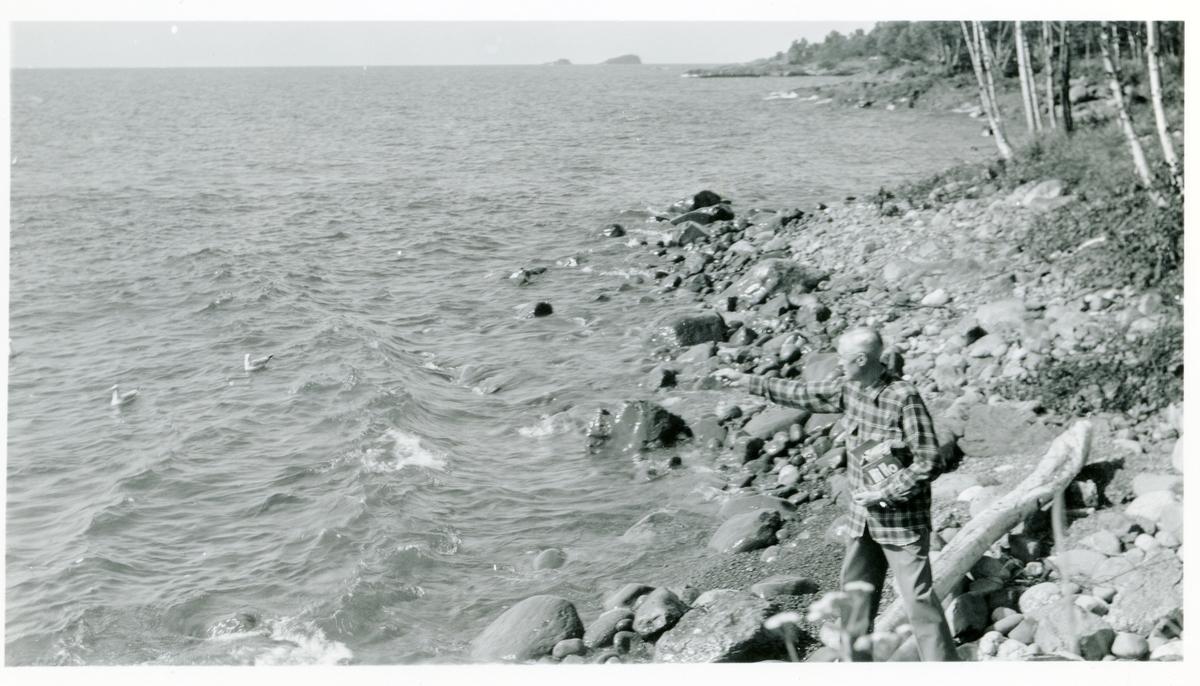 Burt Knatvold mater ender nær familiens feriested ved Lake Superior.