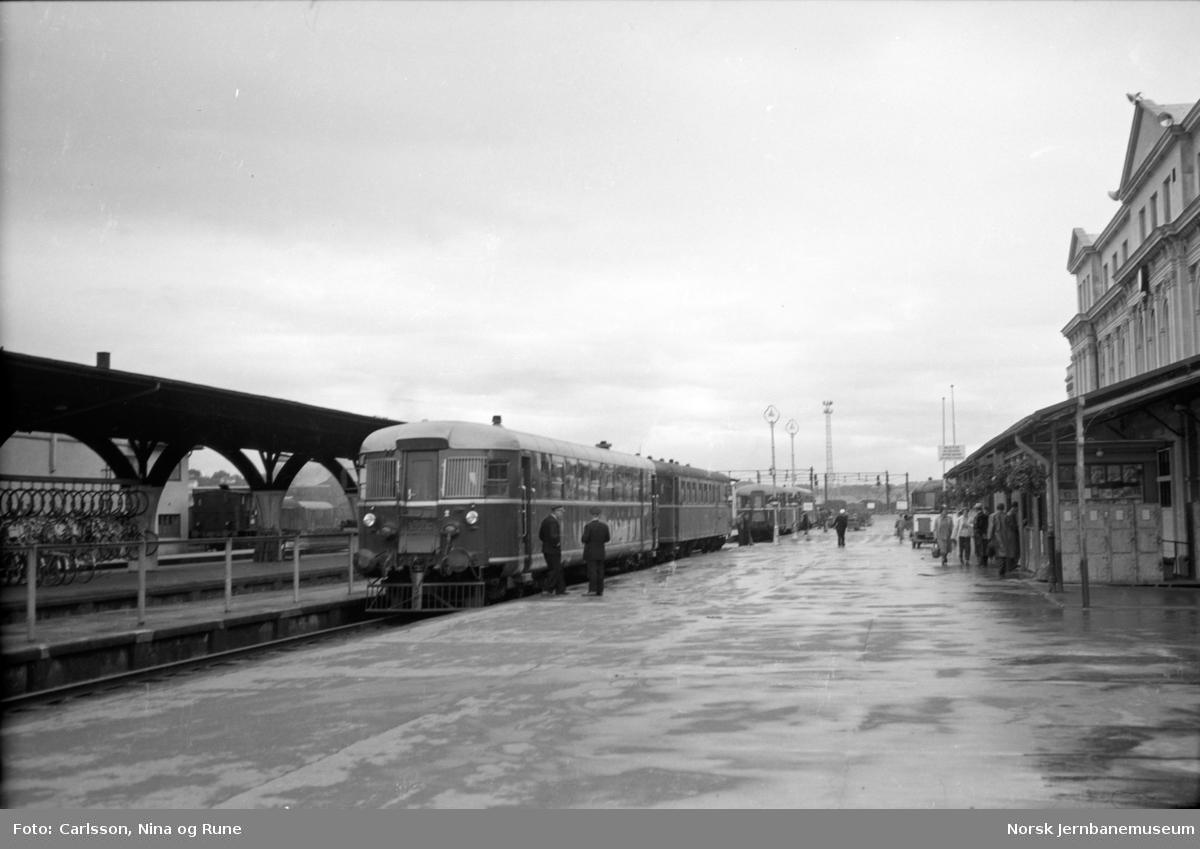 Trondheim stasjon med motorvogntog i spor 1