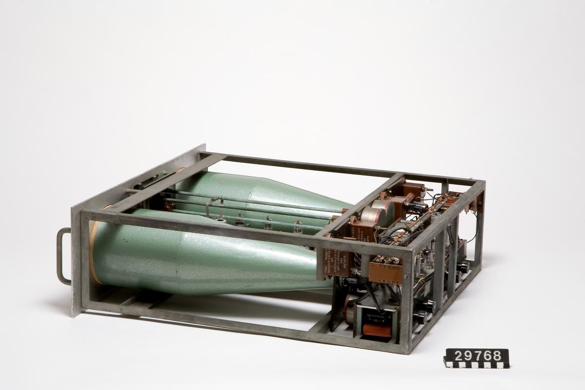 Binär, elektronisk sekvenskalkylator av typ universalräknare (siffermaskin).  Uppbyggnad: 2250 rör och 200 dioder, två minnen (ordlängd: 40 bitar), ett snabbt elektroniskt Williamsminne samt ett långsamt, elektromagnetiskt trumminne.  Inmatning: stansade hålremsor (400 tecken per sekund).  Utmatning: stansade hålremsor (170 tecken per sekund samt skrivmaskin).  Intern bearbetningshastighet: 20 000 instruktioner per sekund.  Effektförbrukning: 15 kW.
