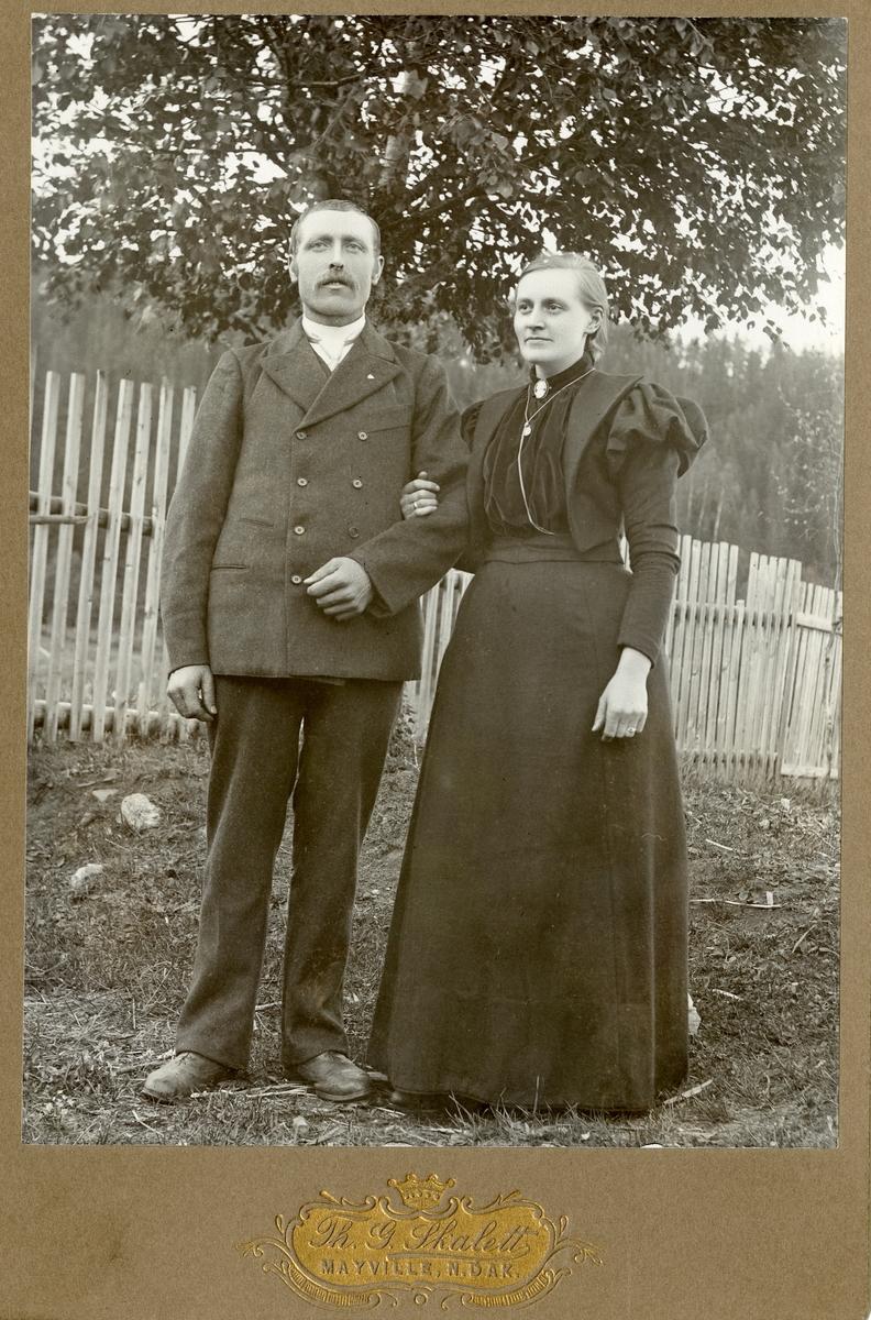 Portrett av Erik Juvkam sammen med sin kone, Kari.
