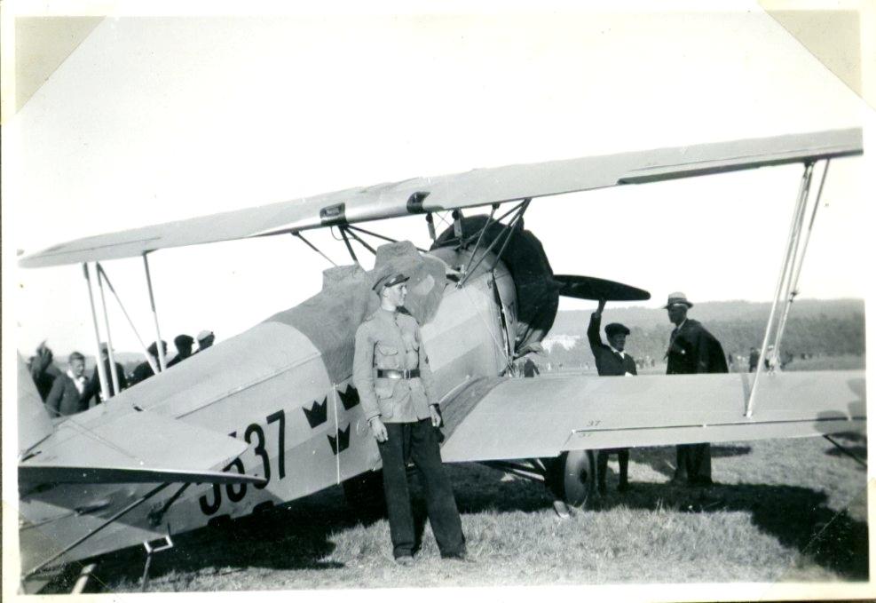 Flygplan, på marken.
