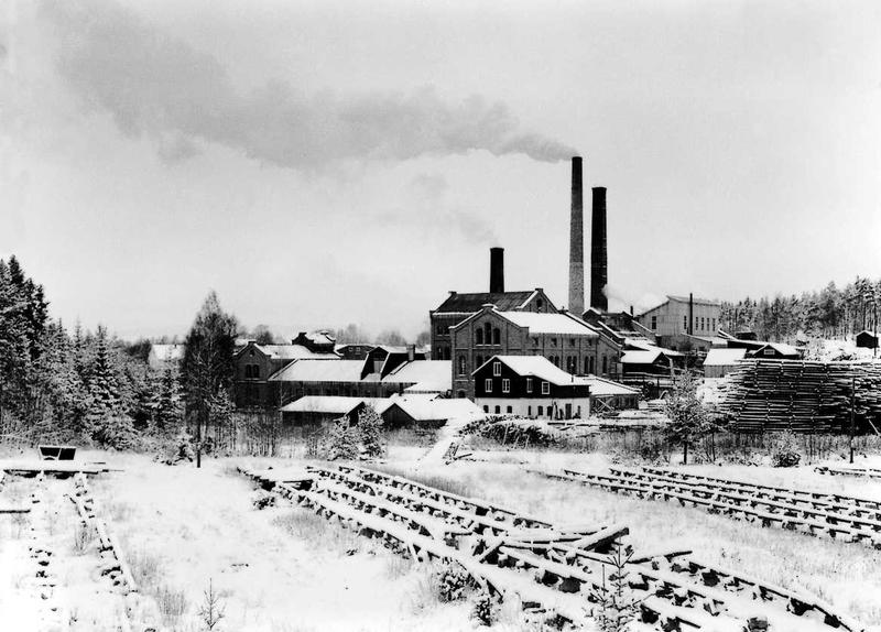 Klevfos Cellulose & Paper Mill from the south, before it was closed down. (Foto/Photo)