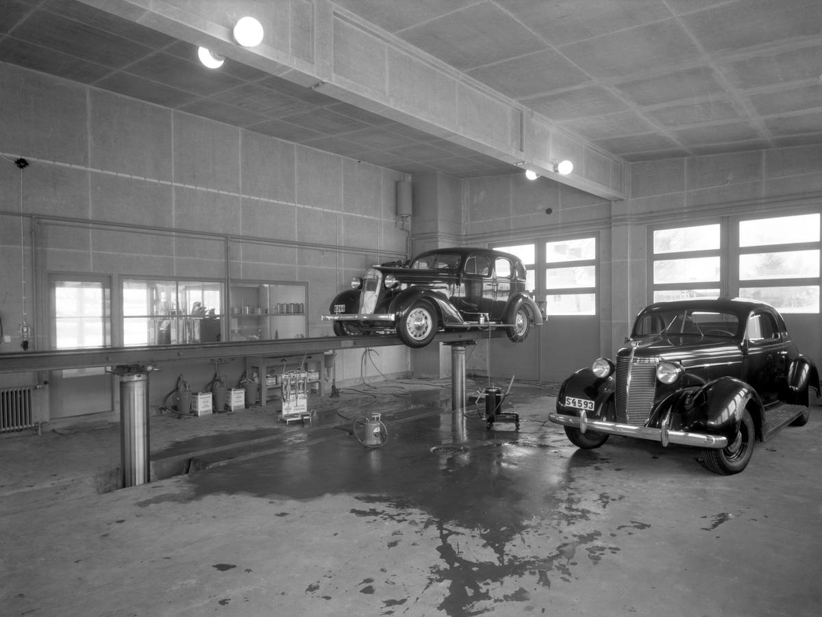 Standard bensinstation, med varumärket Esso år 1937. Macken finns kvar vid Nobelkorset, nu under namnet Statoil.