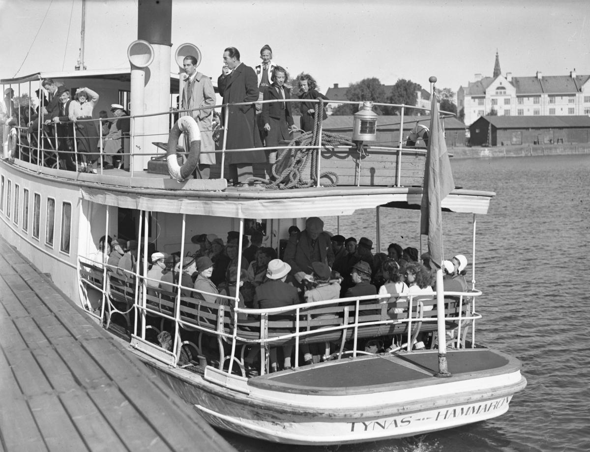 Karlstads-Tidningen arrangerar svamputflykt via båt till Hammarö år 1940.