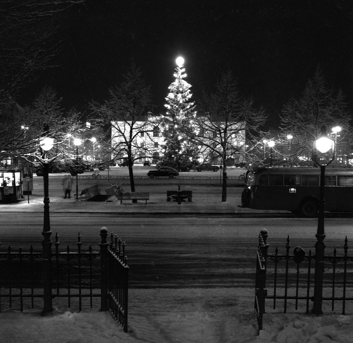 Julbild från torget år 1954.