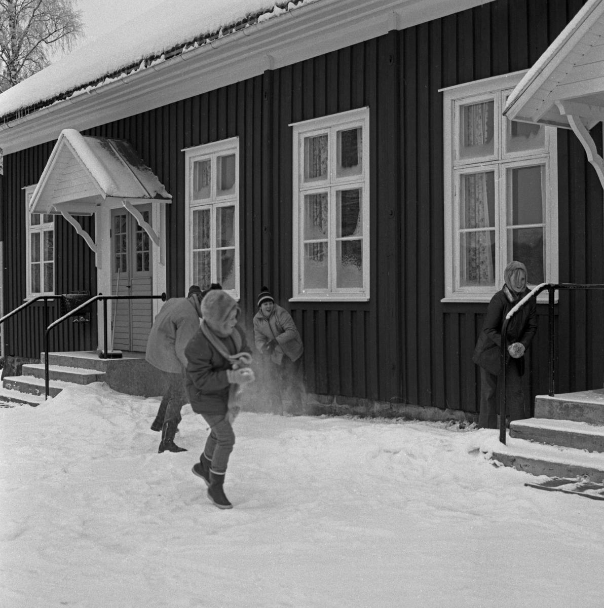 Bildserie tagen vintern 1969 i Brunskogstrakten i samband med ett tv-program kallat: Ser man på.