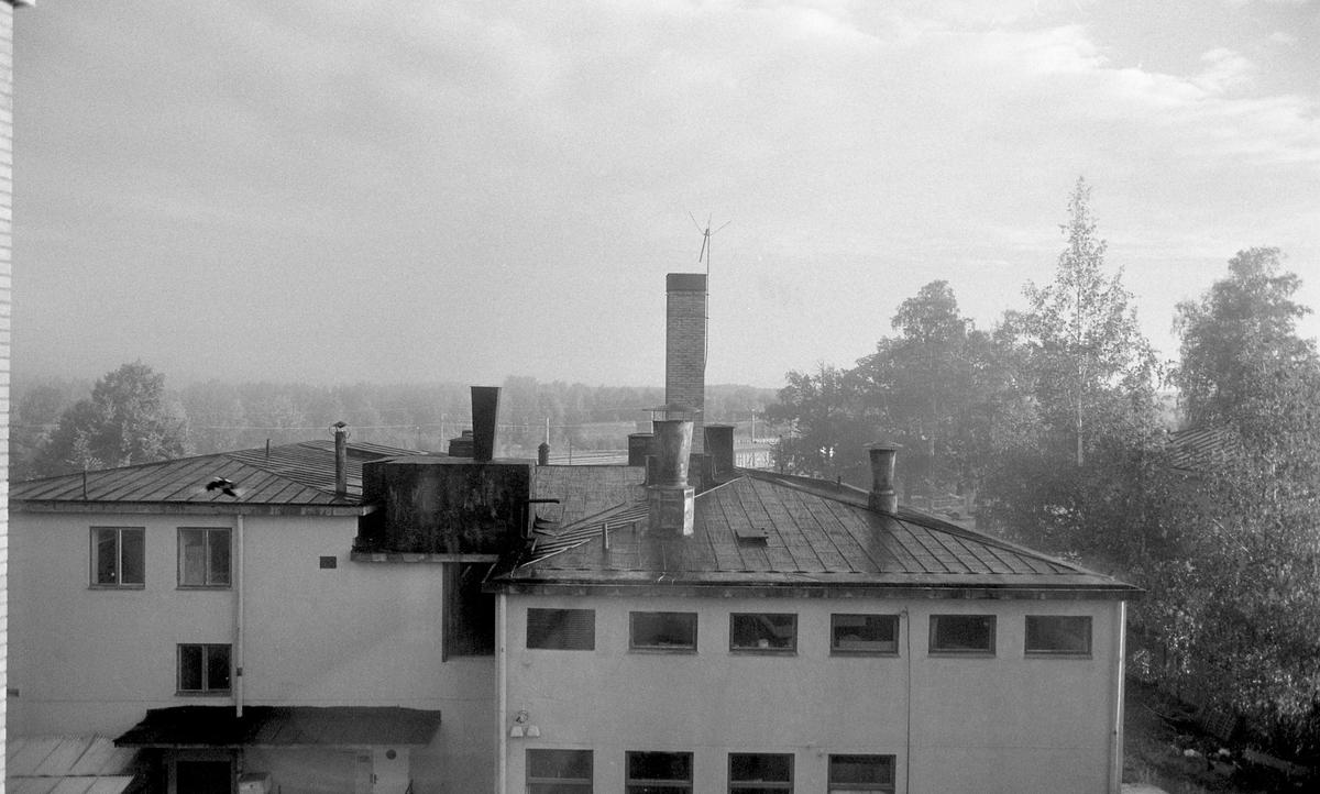 Lennart Wängestam och en kamera i 1980-talets Karlstad. Bilderna visas kronologiskt mellan 1980 och 1986. Gå gärna in och kommentera om du vet något om bilden.