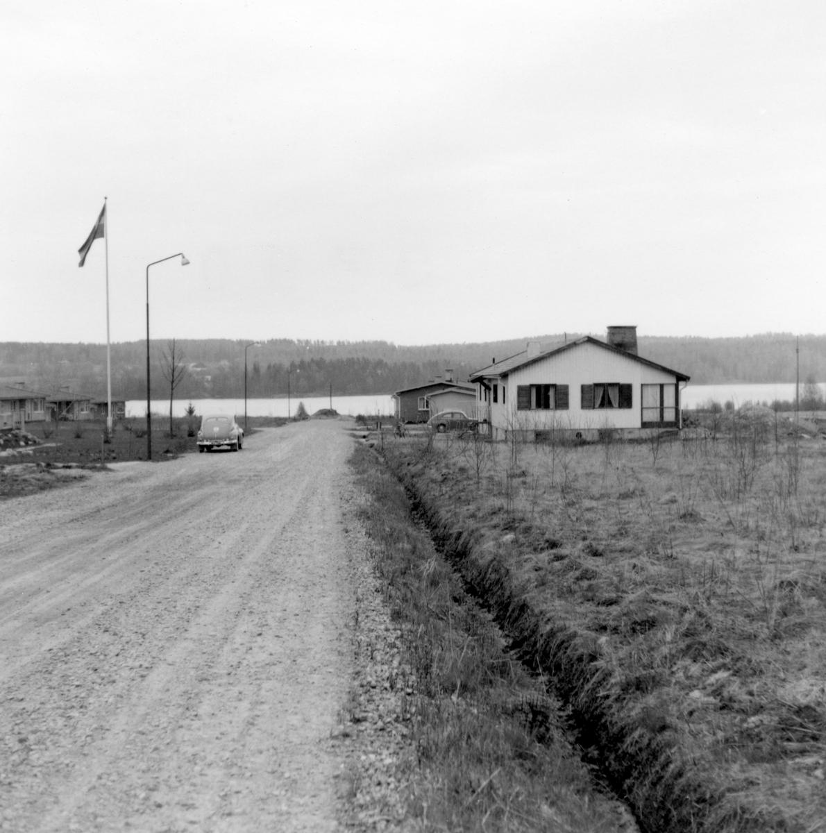 Någonstans i Värmland - från slutet av 1950-talet: Sunne. Lämna gärna en kommentar om du vet något om bilden.
