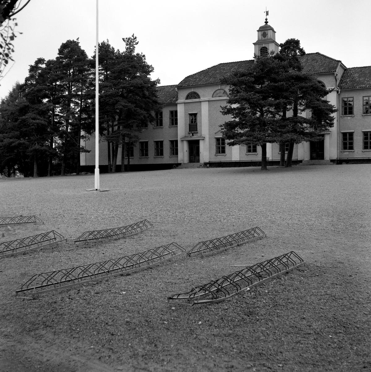 Någonstans i Värmland - från slutet av 1950-talet. Vid fototillfället användes byggnaden av Skoghalls realskola.