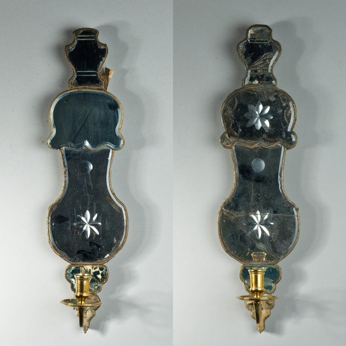 Två spegelampetter, senbarock, av glas med slipad dekor och ljusarmar av mässing.