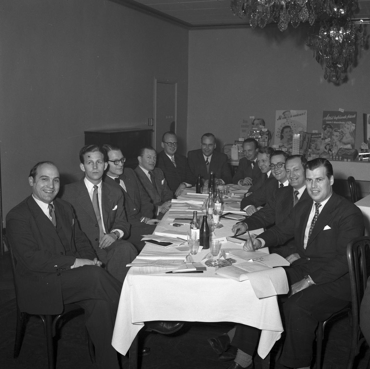 Försäljningskonferens och  demonstration på Central Hotell, Gävle, 8 januari 1954. Flora - Vinolia AB    (Dahlberg), Stockholm