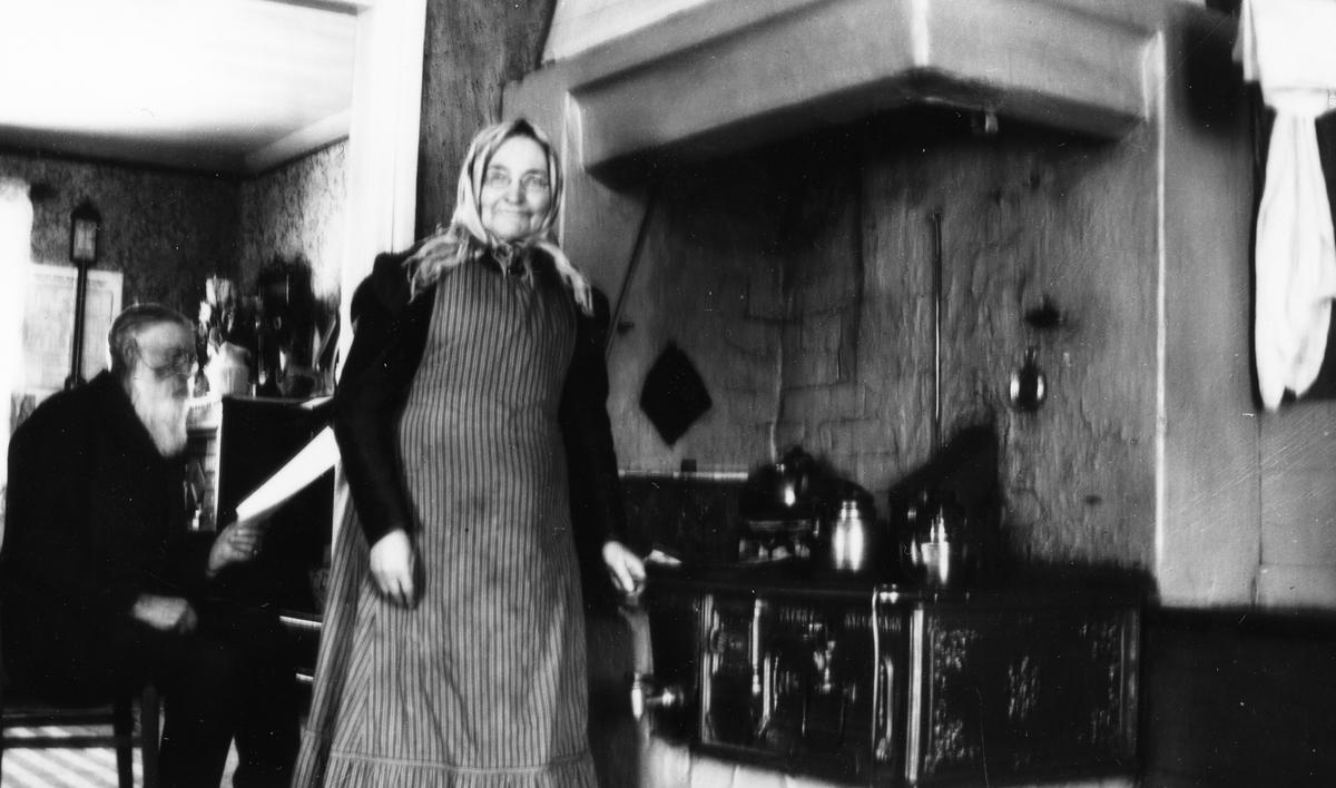 I köket Lars Östlin med fru