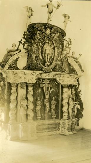 Bildtext: Altaruppsats.