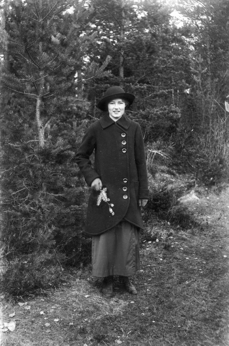 Elin Hällmér från Heden (besökte byarna för att sälja damhattar).