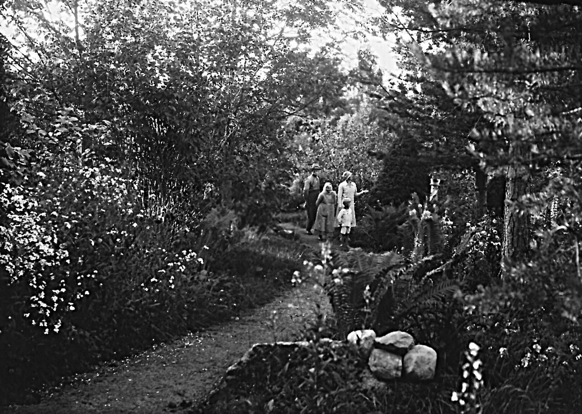 Anders Olof Spets med hustrun Maria Fredrika, född Hansson, samt deras dotter Anna Maria, född den 10 november 1894, och hennes son Stig.