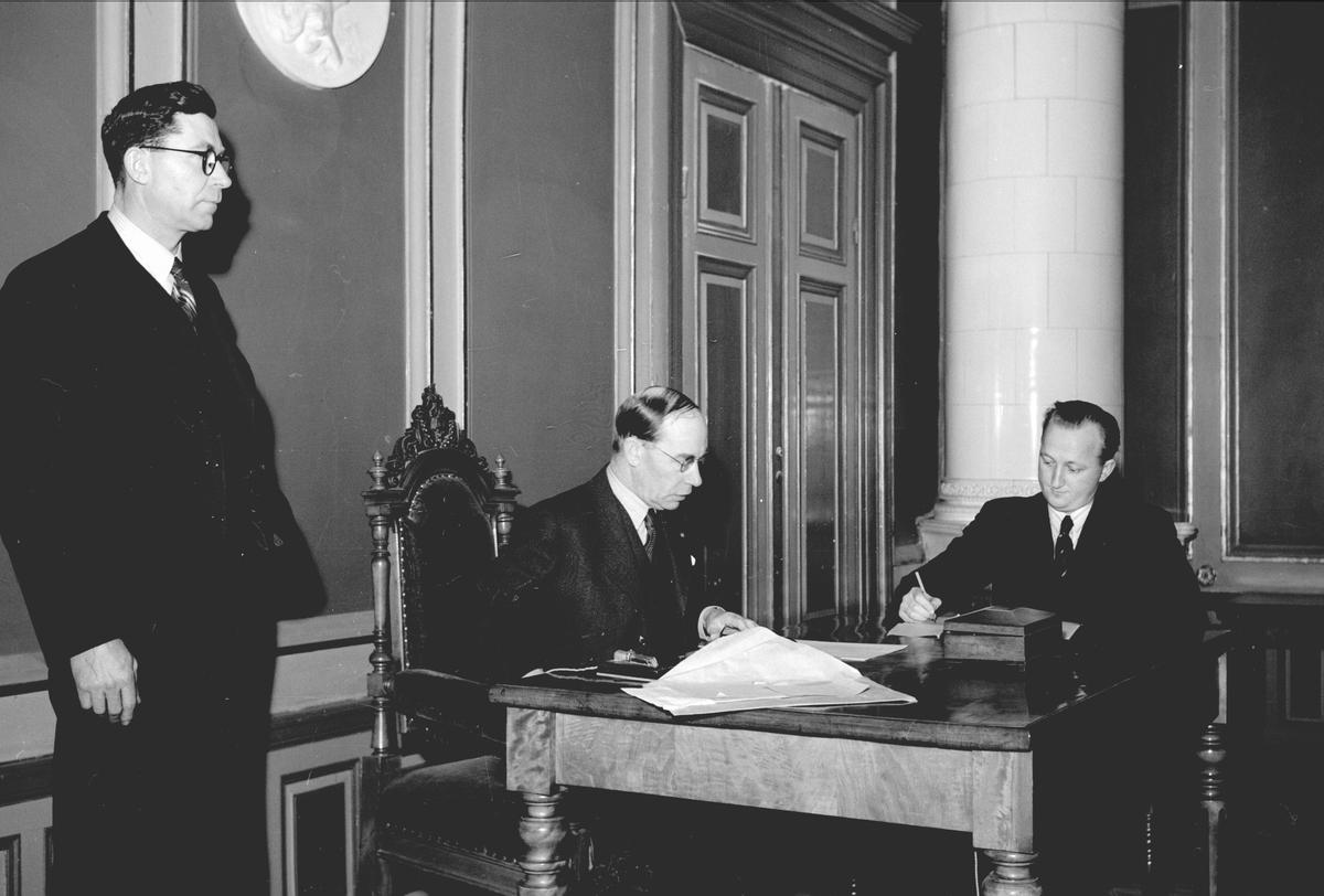 """Idrottssammanträde på Rådhuset om ett """"idrottens hus"""".  Januari 1942"""