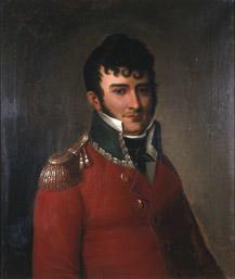 Portrett av Falsen. Mørkt hår, rød sorenskriveruniform m/grønn krave og epåletter, hvit skjorte og mørkt halstørkle.