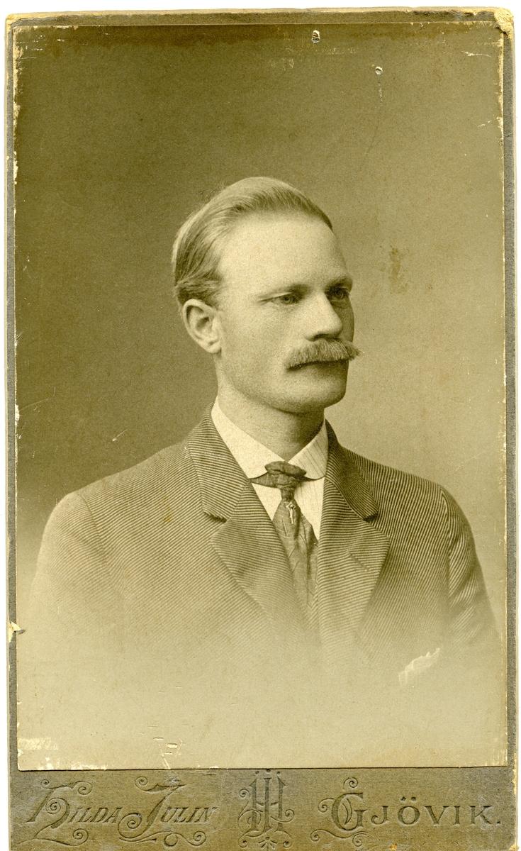 Ola A. Røang.