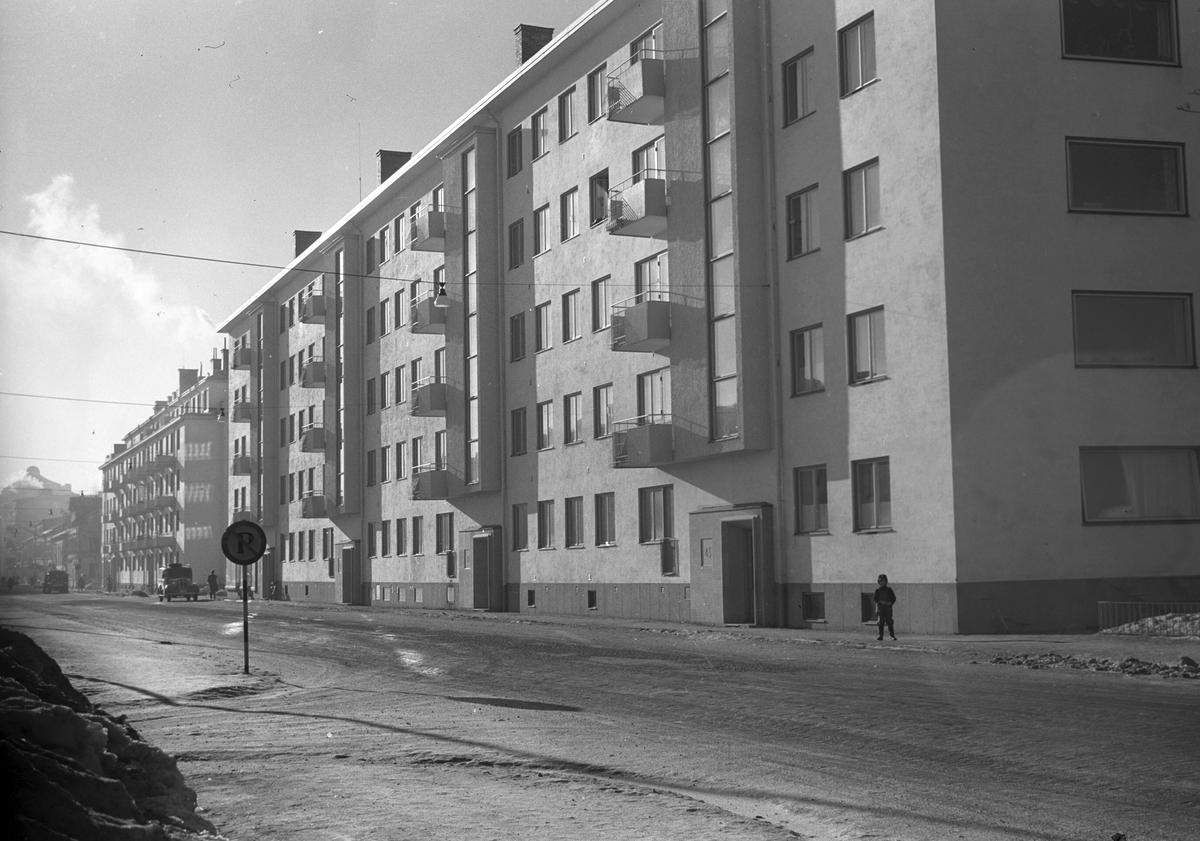 Stadsvy över nybyggda fastigheter på Norra Kungsgatan. 1948.