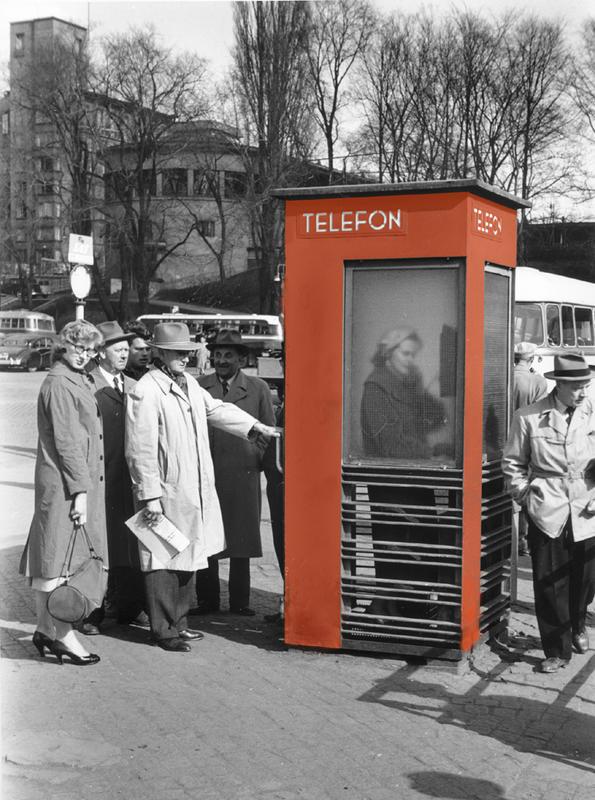 RIKS røde telefonkiosker rådhuskaia farge (Foto/Photo)