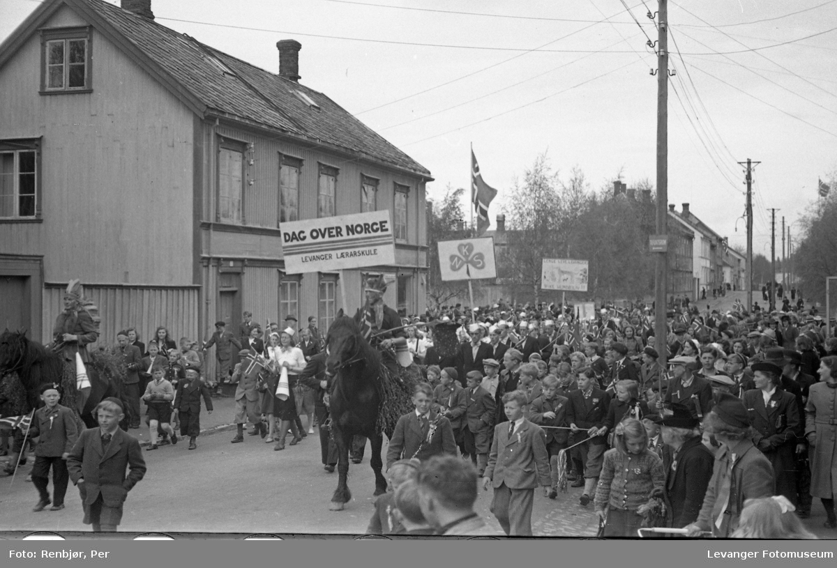 Lærerskolens opptog, fredsvåren.