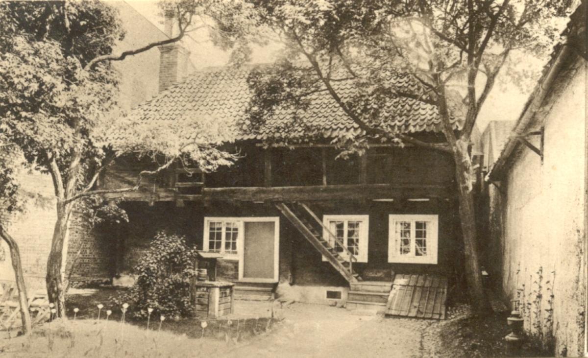 Gårdsbyggnad till Wahlbomska huset. Stadsarkitekt Olsons gård.