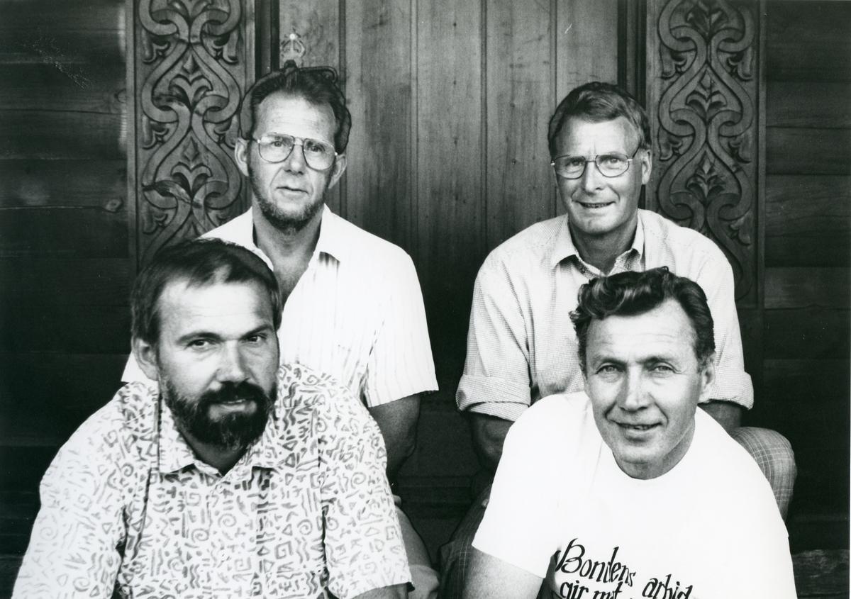 Styret til Dyrsku'n i jubileumsåret 1991. Bak t.v. Gunnar Torvaldsen, Olav Kåsa. Framme t.v. Henry Mæland, Jon Mælandsmo.
