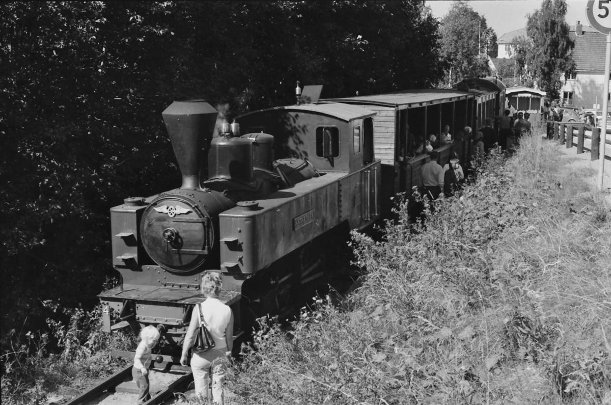 Damplokomotiv nr. 4 Setskogen med museumstog på Urskog-Hølandsbanen, Tertitten, ved banens midlertidige utgangsstasjon på Presterud i Sørumsand.