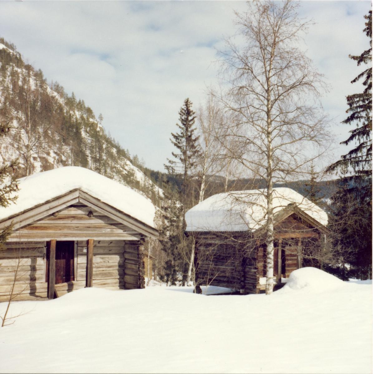 Bilde av de gamle stabbur på Bagn Bygdesamling, Sør-Aurdal.