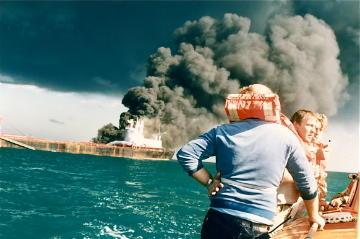 Verdens største skip skutt i brann i Gulfen 14. mai 1988