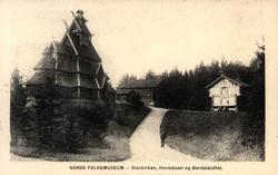 Postkort. Norsk Folkemuseum. Gol stavkirke, Hovestuen og Ber