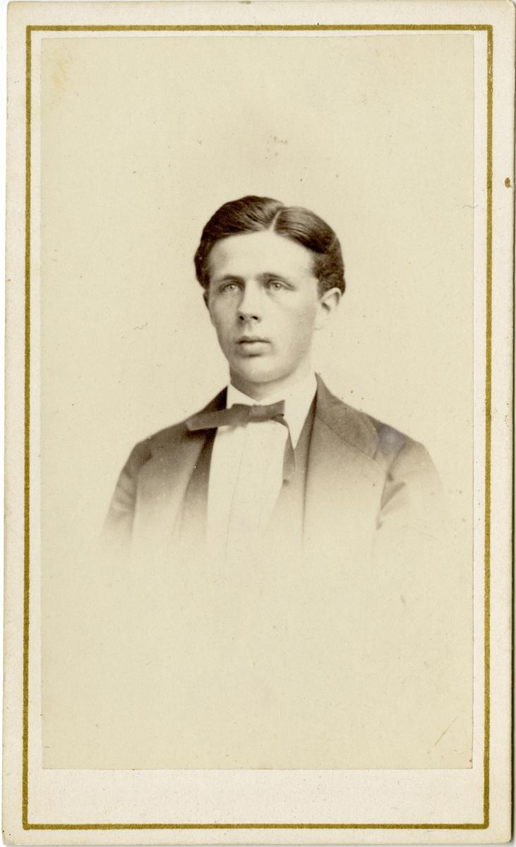 Porträtt av John Sievers.