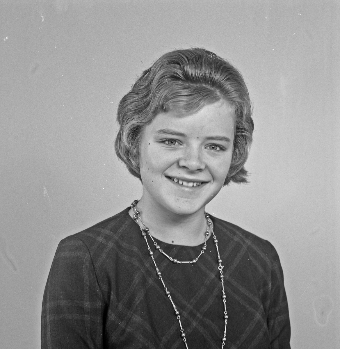 Portrett ung kvinne - bestiller Sylvi Trovåg