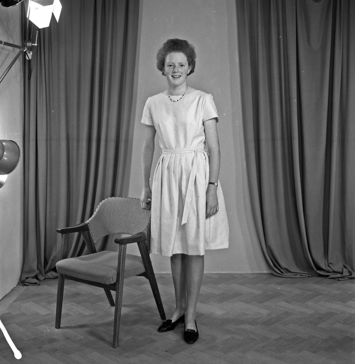 Portrett ung kvinne - bestiller Inger Røganes
