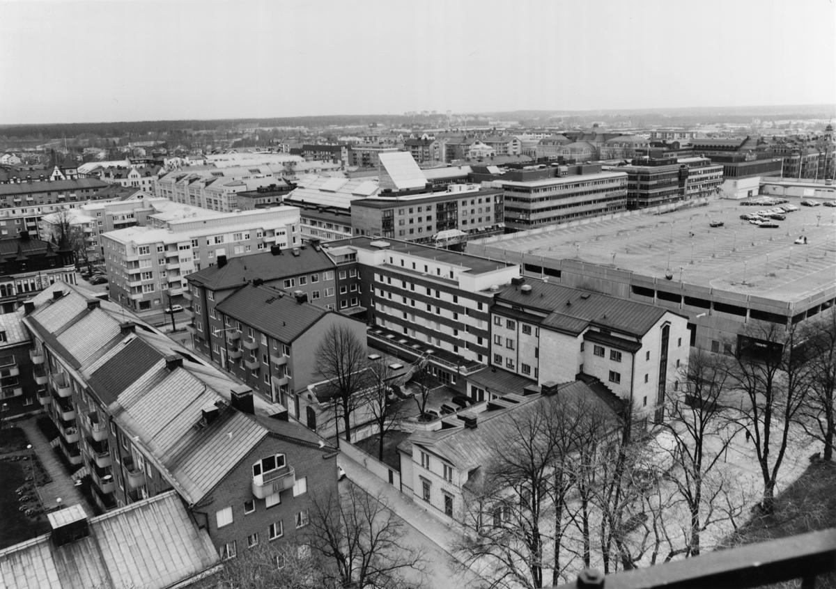 Del av centrala Gävle från Trefaldighetskyrkans torn mot norr.