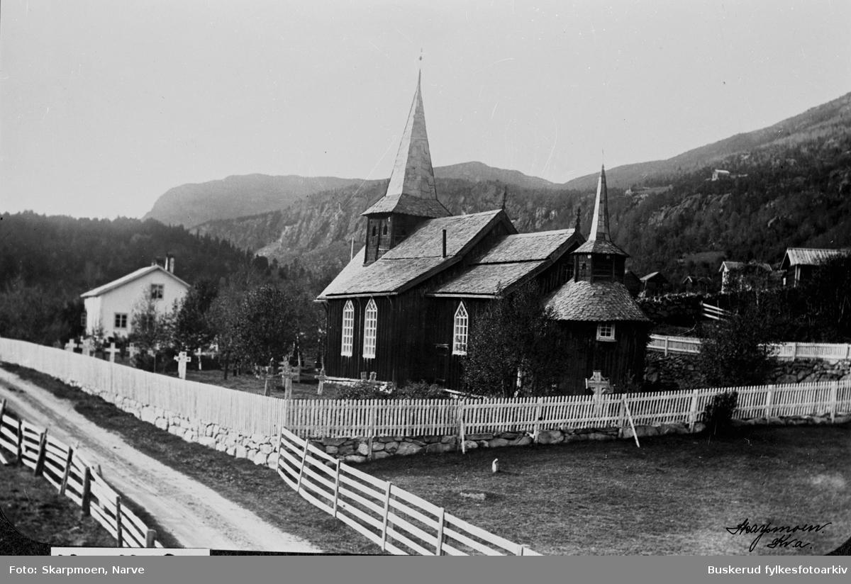 Hol gamle kirke er en kirke med antatt opprinnelse på 1200-tallet i Hol kommune ved Holsfjorden Hol gamle kirke er en kirke i Hol kommune, bygget i bordkledd tømmer med apsis i staverk. Man antar at den har sin opprinnelse opprinnelse på 1200-tallet. Kirken er den eldste i Hol prestegjeld og er første gang nevnt i et skriv fra 1328, da som en liten stavkirke med svalganger. Kirkens apsis er antatt å stamme fra denne opprinnelige kirken, men nøyaktig datering er ukjent.