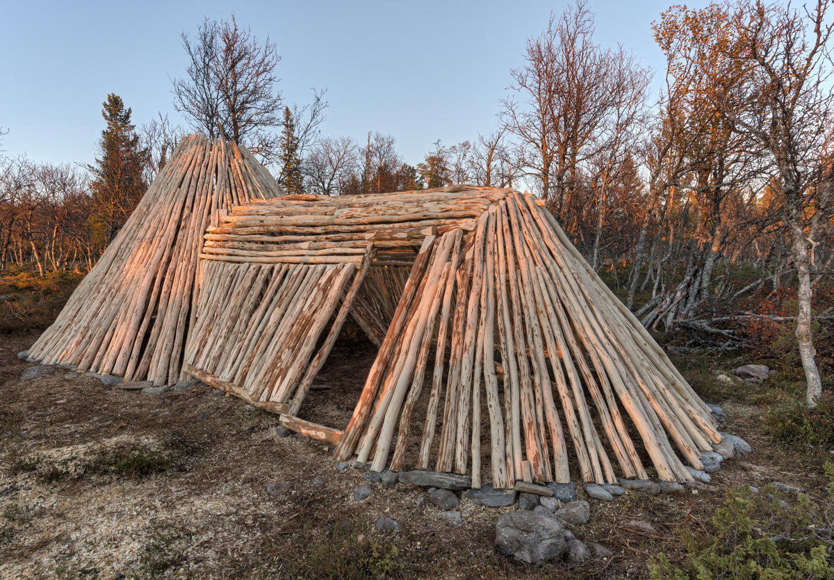 Gjenreising av samisk gamme nord for gården Kjerran på Valdalsfjellet i Engerdal.  Daniel Mortenssons boplass. (Foto/Photo)