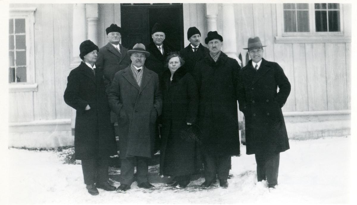 Gruppefoto av deltakarar på eit skolemøte i Hundorp, 1933.