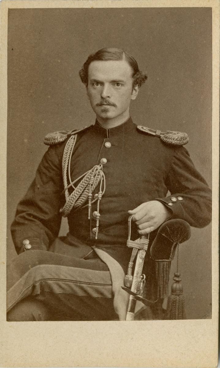 Porträtt av Albert Axel Uggla, kapten vid Generalstaben.