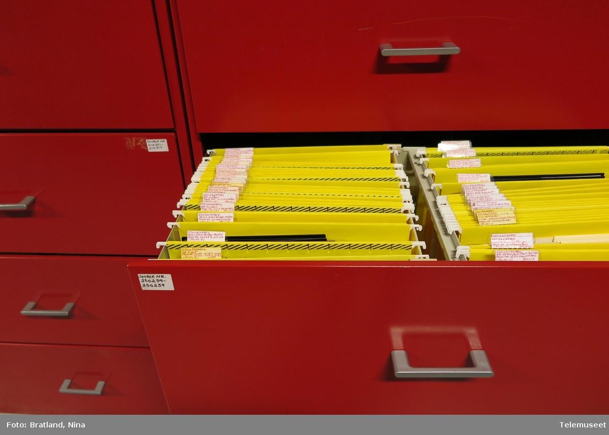 Disketter fra samlingen etter Norsk Data i Telemuseets magasin på Fet